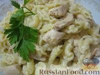 Фото к рецепту: Паста c куриной грудкой под сливочным соусом