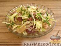 Фото к рецепту: Салат из капусты с говядиной и маринованными грибами