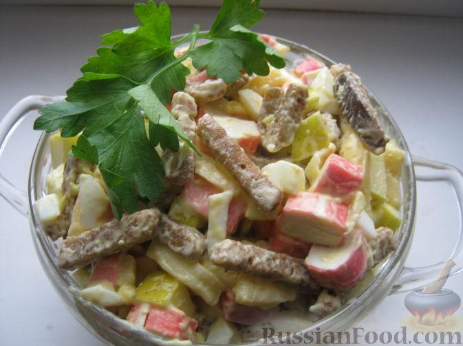 как приготовить салат из крабовых палочек и сухариков