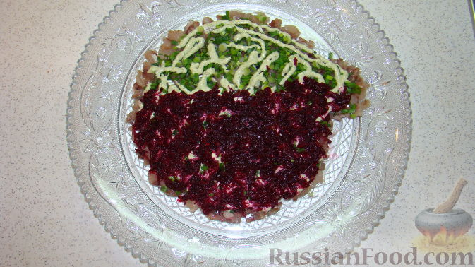 "Фото приготовления рецепта: Салат ""Дед Мороз"" - шаг №6"