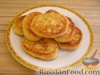 Фото к рецепту: Сырники с яблочным пюре