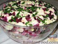 Фото к рецепту: Свекольно-селедочный салат