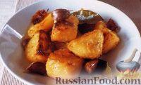 Фото к рецепту: Картофель, жаренный в духовке с чесноком