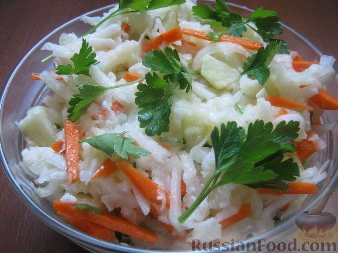 Рецепт Салат из капусты кольраби с морковью и яблоками