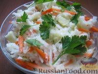Фото к рецепту: Салат из капусты кольраби с морковью и яблоками