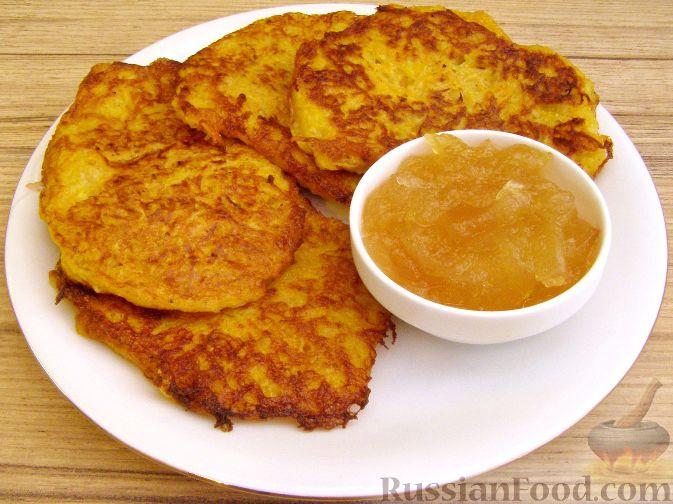 Фото приготовления рецепта: Оладьи из картофеля и тыквы - шаг №12