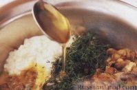 Фото приготовления рецепта: Слоёный салат со шпротами, картофелем,  солёными огурцами и маслинами - шаг №11