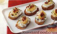 Фото к рецепту: Тосты с сырной начинкой, грушами и орехами