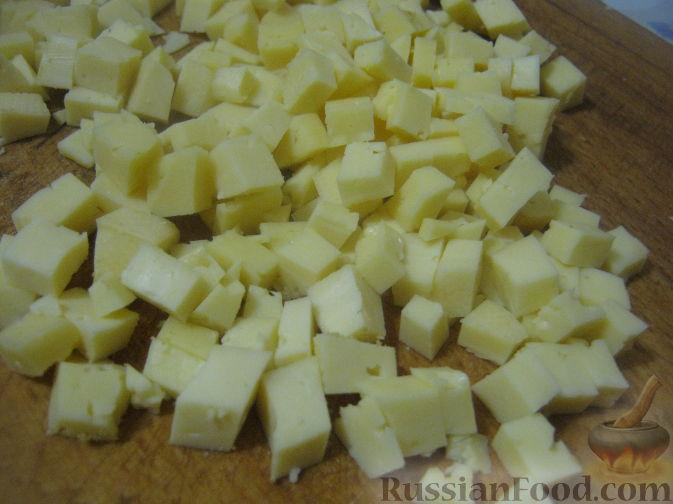 Фото приготовления рецепта: Салат с ананасами и ветчиной - шаг №2