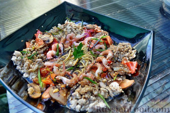 Рецепт Китайский суп с лапшой, курицей, овощами, креветками