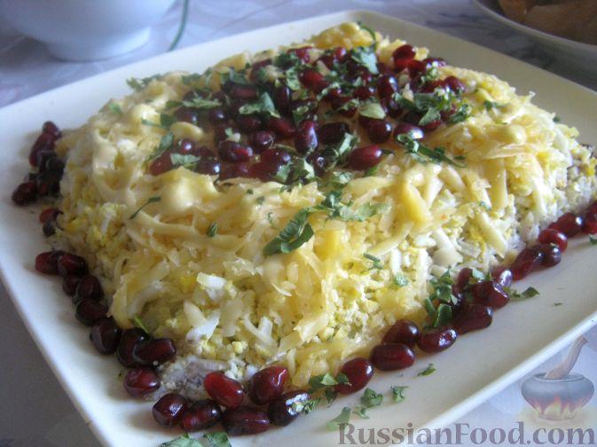 Рецепт Слоеный салат с грецкими орехами и гранатом