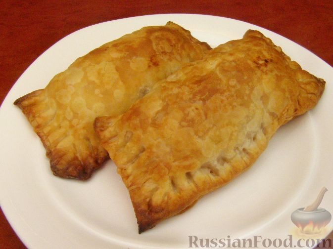Пирожки с картошкой из слоеного теста в духовке рецепт с фото