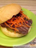 Фото к рецепту: Бургер с языком, обжаренным на гриле