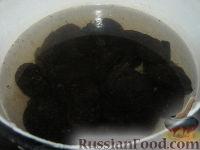 Фото приготовления рецепта: Чернослив, фаршированный орехами, в вине - шаг №1
