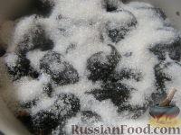 Фото приготовления рецепта: Чернослив, фаршированный орехами, в вине - шаг №6