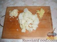 Фото приготовления рецепта: Тушеная курица с имбирем - шаг №2