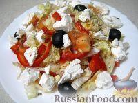"""Фото к рецепту: Салат """"Греческий"""" с пекинской капустой"""