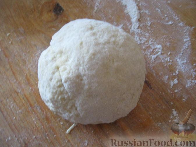 Фото приготовления рецепта: Бисквитный рулет с черноплодной рябиной - шаг №10