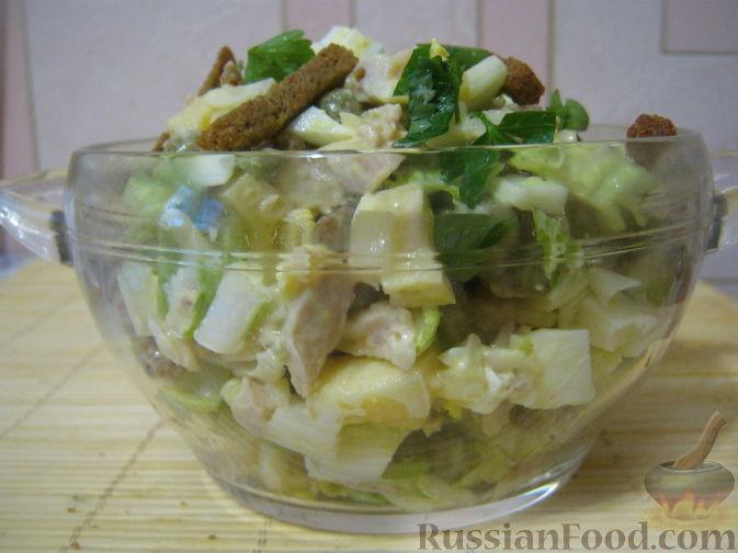 Рецепт Салат куриный с пекинской капустой и сухариками
