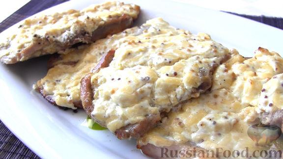 Рецепт Отбивные из свинины в духовке, в сметанной заливке с горчицей и сыром