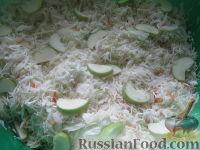Фото приготовления рецепта: Квашеная капуста с яблоками - шаг №6