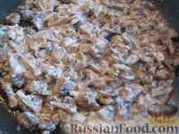 Фото приготовления рецепта: Жареные шампиньоны с луком - шаг №8