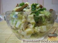 Фото к рецепту: Салат куриный с пекинской капустой и сухариками