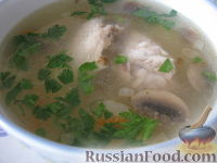 Фото к рецепту: Грибной суп с куриными крылышками