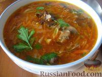 Фото к рецепту: Борщ с грибами и черносливом