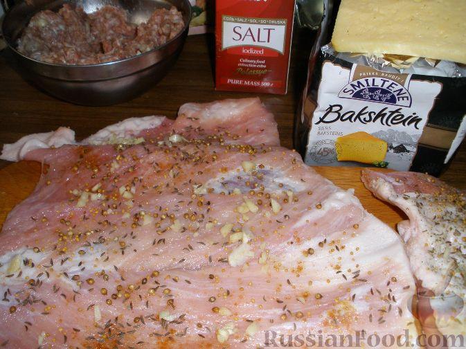 Фото приготовления рецепта: Роллада свиная с куриным филе - шаг №2