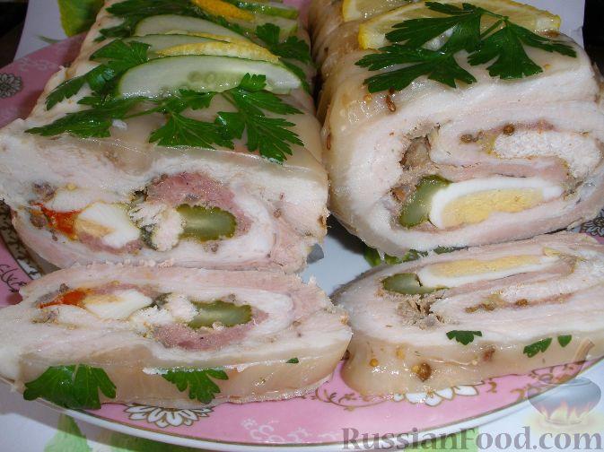 Фото приготовления рецепта: Роллада свиная с куриным филе - шаг №4