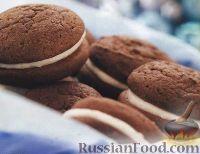 Фото к рецепту: Шоколадно-кофейное печенье со сливочной начинкой
