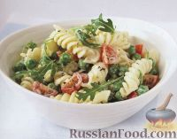 Фото к рецепту: Салат из пасты (макаронных изделий), горошка и помидоров