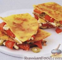 Фото к рецепту: Кесадилья с фетой, оливками и перцем