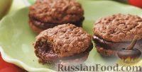 Фото к рецепту: Овсяное печенье с шоколадной начинкой