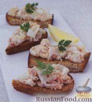 Фото к рецепту: Бутерброды с копченой рыбой, фенхелем и сыром маскарпоне