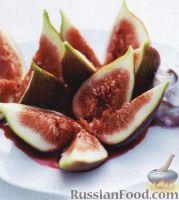 Фото к рецепту: Инжир со смородиновым ликером и сыром маскарпоне