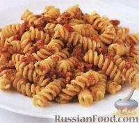 Фото к рецепту: Паста (макароны) с томатным соусом песто
