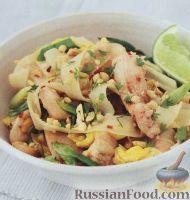 Фото к рецепту: Рисовая лапша с курицей (пад-тай)