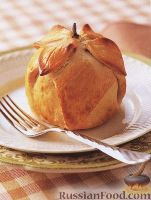 Фото к рецепту: Яблоки, запеченые в тесте с сухофруктами