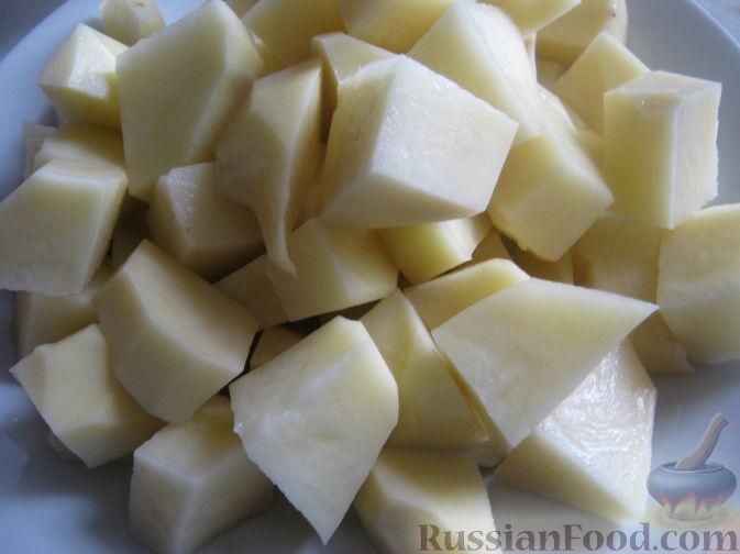 Фото приготовления рецепта: Картошка, тушенная с мясом и вёшенками - шаг №9