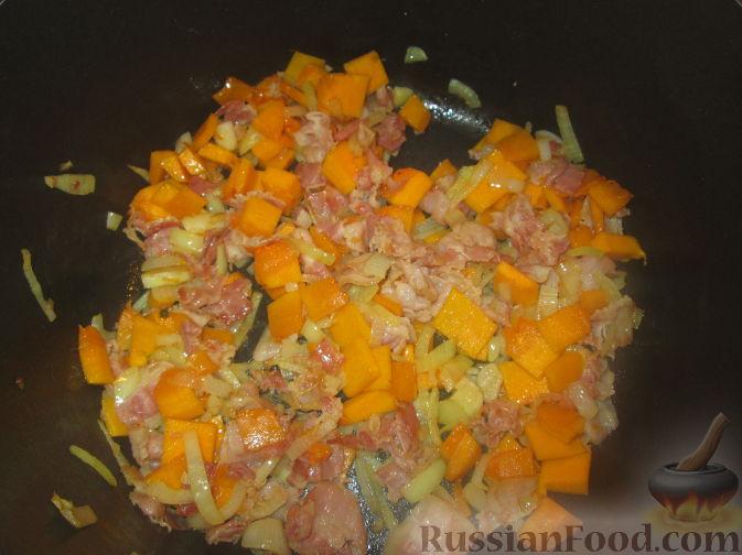 Фото приготовления рецепта: Cуп-пюре из зеленого горошка и тыквы - шаг №2