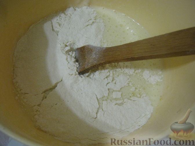 Фото приготовления рецепта: Открытый пирог из песочного творожного теста с яблочно-маковой начинкой - шаг №13