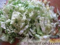 """Фото приготовления рецепта: Салат """"Закусочный"""" из ветчины, яиц и помидоров - шаг №3"""