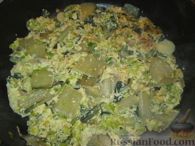 Рецепт Яичница-запеканка с мангольдом, пореем и сыром