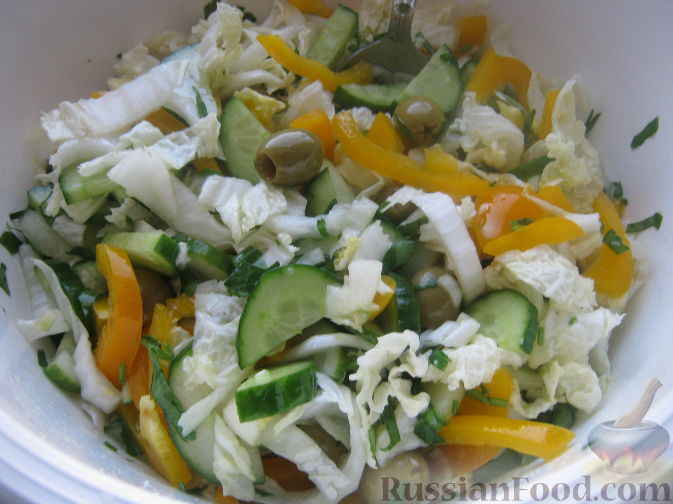 Рецепт Салат из свежих огурцов с капустой и сладким перцем
