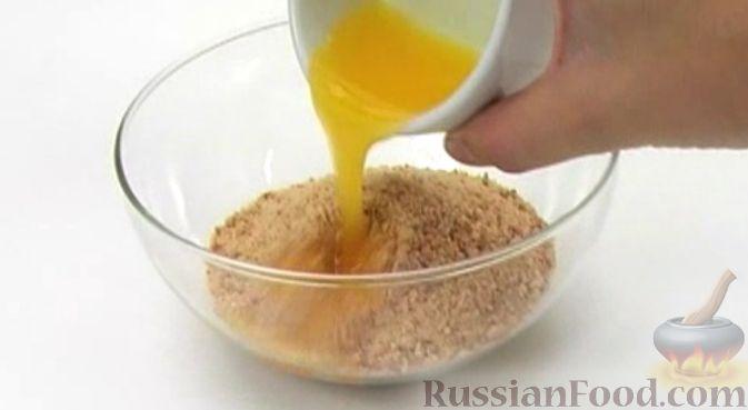 Фото приготовления рецепта: Чизкейк творожный со сливами - шаг №2
