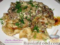 Фото к рецепту: Вареники с картофелем, тушенные с куриной печенью в горшочках