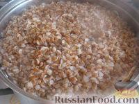 Фото приготовления рецепта: Гречневые котлеты постные - шаг №2