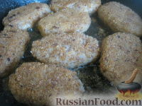 Фото приготовления рецепта: Гречневые котлеты постные - шаг №10